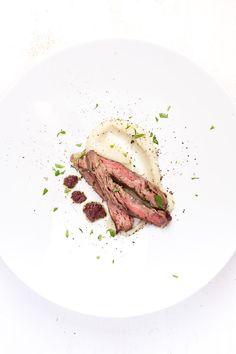 Skirt-Steak sous-vide mit Topinambur-Püree und Oliven-Tapenade