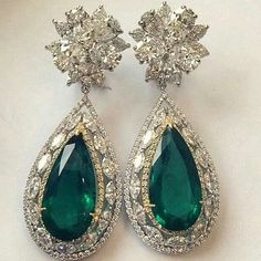28 ct Zambian emeralds and diamond eargasms from @kamyenjewellery