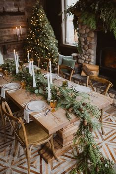 Fresh Pine Rustic Getaway Winter Wedding #rusticwedding #winterwedding #weddinggarland #receptiondecor #tabledecor #candlelitwedding