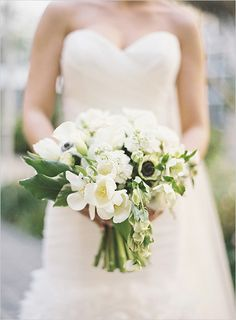 white wedding bouquet | strapless gown | Tiffany blue wedding inspiration | #weddingchicks