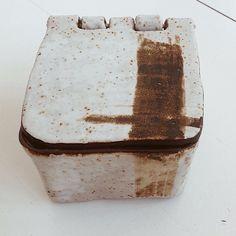 Caja esmaltada con shino. #shino #oxidos #pottery #ceramics #ceramica #clay #hechoamano #handmade