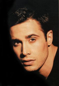 Freddie Prinze Jr.  Born to the Puerto Rican and German actor/comedian Freddie Prinze, and real estate agent Kathy Elaine Cochran, Freddie Prinze Jr. is of Caucasian and Spanish/Latin American mix.