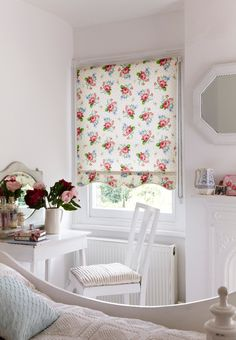 Rosey Posie Ivory Roller blind from Hillarys. Find more inspiration here: http://www.hillarys.co.uk/