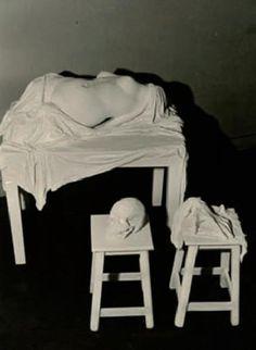 Michel Journiac, Autopsie de la Vénus de Milo, 1972, Photographie Dimensions : 17 x 23 cm Tirage argentique d'époque Titrée, datée