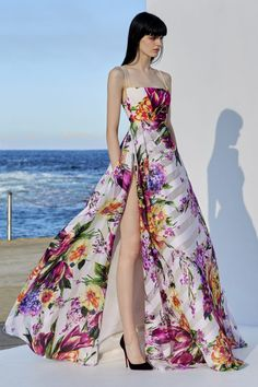 This **Alex Perry** Camille Portrait Silk Gown features a fitted bodice with thin double straps and a high slit A-line skirt. Stunning Dresses, Beautiful Gowns, Pretty Dresses, Alex Perry, Evening Outfits, Evening Dresses, Moda Australiana, Australian Fashion Designers, Resort Dresses