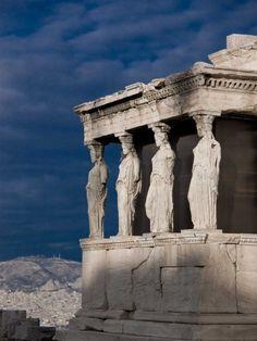 Les Karyatides de l'Acropole, Athènes, Grèce  (Source : piratefuriousteddy.deviantart.com, via landscapelifescape)