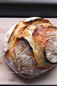"""Το να φτιάχνω ψωμί είναι ίσως η πιο μαγική πράξη """"μαγειρικής"""" που συμβαίνει στην κουζίνα μου. Το έχω περιγράψει αρκετές φορές στο παρελθόν ..."""