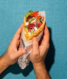 Sandwich gyros express   Recettes d'ici   Recettes d'ici Pizza Nachos, Egg Rolls, Fajitas, Enchiladas, Hot Dog Buns, Sandwiches, Bread, Cooking, Wontons