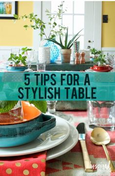 Thanks to magazines, blogs, and social media sites such as Pinterest, setting a stylish table has almost become an art form. All of these wonderful examples, however, can be intimidating. With all of the options and ideas available, finding a place to start can sometimes be a challenge. Read on as eBay shares five simple ways to set up a stylish table!