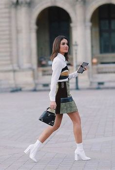 Camila Coelho usa vestido chamois com skinny boots branca. White boots white booties outfit Source by kelcrummer 80s Fashion, Look Fashion, Winter Fashion, Fashion Outfits, Womens Fashion, Fashion Tips, Fashion Trends, Paris Fashion, Vintage Fashion