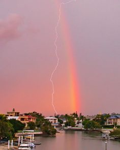 negative electrical energizes work between the earth and the climate. Lightning jolts reset the pressure with an enormous shock of vitality. Electric Field, Electromagnetic Radiation, Lightning Strikes, Positive And Negative, Beautiful Sky, Thunderstorms, Mists, Fields, Glow