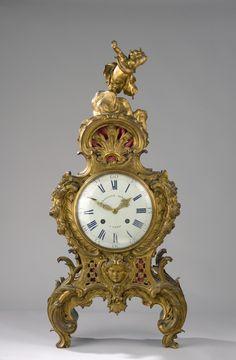 Créateur de quelques-uns des plus beaux meubles de son temps, Charles Cressent (1685 – 1768) est aussi l'inventeur de modèles de pendules d'...