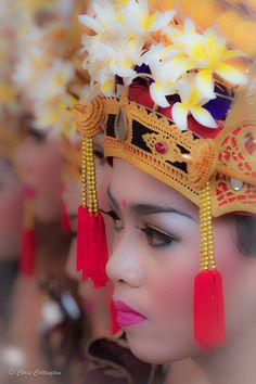 Hindu Batak Ceremony. Bali, indonesia.       Photo of the Day: Balinese Girl performing in Hindu Batak Ceremony  Photo by: Chris Cottington (Carlsbad, California); Bali, Indonesia