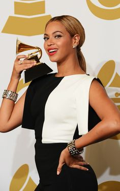 grammy award winners photo gallery | ... poses with her trophy at the 2013 Grammy Awards. | MTV Photo Gallery