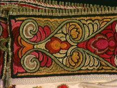 Skjorte - Norsk Folkemuseum / DigitaltMuseum Folk Embroidery, Tapestry, Folklore, Hanging Tapestry, Tapestries, Wall Rugs, Wallpapers, Rug Hooking