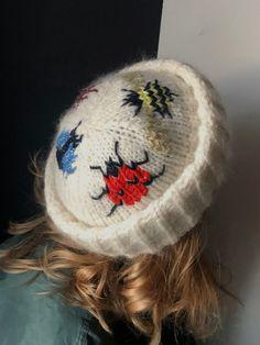 Hat of Opportunities — Laura Dalgaard Knit Cute Crochet, Crochet Crafts, Crochet Projects, Knit Crochet, Knitting Patterns, Crochet Patterns, Diy Vetement, Garter Stitch, Crochet Fashion