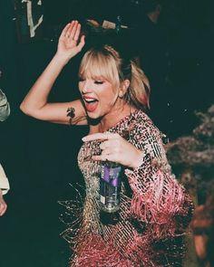 Pastel soft grunge aesthetic Taylor Swift taylorswift ts TaylorSwift TS taytay TayTay Taylor Swift Long Live Taylor Swift, Taylor Swift Style, Taylor Swift Pictures, Taylor Alison Swift, Grunge Style Outfits, Outfits Casual, Style Grunge, Taylor Swift Wallpaper, Tokyo Street Fashion