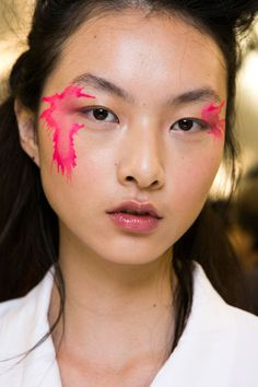 Issey Miyake Bks Bis at Paris Fashion Week Spring 2016 - Backstage Runway Photos