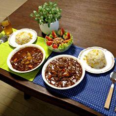 スネシチューのお肉は圧力鍋でトロットロ。圧力鍋って、ホントすごいわ。う〜ん。美味しっ!(^-^)b - 11件のもぐもぐ - スネシチュー、コーンガーリックライス、ツナサラダ by pentarou