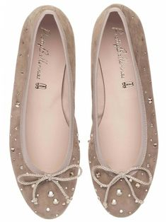 Pretty Ballerinas Marilyn Beige Suede and Swarovsky Crystals Pretty Ballerina Shoes, Pretty Ballerinas, Pretty Shoes, Cute Shoes, Me Too Shoes, Ugly Shoes, Sock Shoes, Oxfords, Ballet Flats Outfit