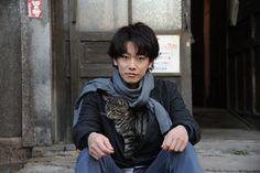 「世界から猫が消えたなら」佐藤健と猫の2ショットなど新写真が公開 - 映画ナタリー