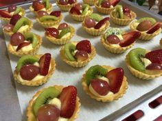Fruit tart Fruit Tart, Mini Cupcakes, Cheesecake, Baking, Desserts, Fun, Pie, Tailgate Desserts, Deserts