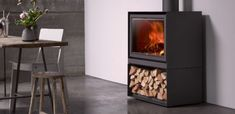 Houtkachel Stûv 16-H houdt de woning het gehele jaar door comfortabel warm. De kachel combineert design, milieuvriendelijkheid, duurzaamheid en energie efficiëntie met sfeer en gezelligheid...