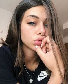 ✔ Selfie Poses For Girls Senior Pics Piercings Bonitos, Beauty Makeup, Hair Makeup, Hair Beauty, Pretty People, Beautiful People, Tattoo Und Piercing, Septum Piercing Girl, Tumbrl Girls