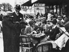 café du dôme, paris, 1925 - by andré kertész