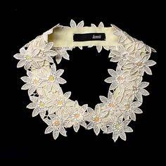 by polly Crochet Collar, Lace Collar, Collar And Cuff, Collar Necklace, Colar Diy, Collar Designs, Passementerie, Flower Tutorial, Dressmaking