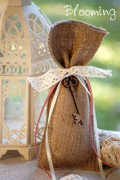 Πουγκί γάμου με ξυλινο κλειδι