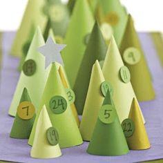 fai da te il calendario dell'Avvento con carte calligrafiche www.aglimpseinsideblog.com fai da te il calendario dell'Avvent...
