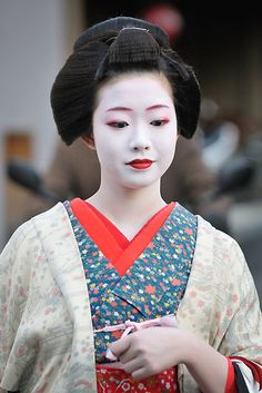 Maiko Ichiyuri in Kyoto by Edy Lianto. She is absolutely stunning.