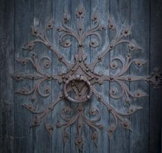 Amazing door knocker on the #Nidarosdomen #medieval cathedral located in the…