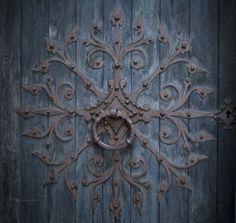 Amazing door knocker