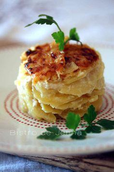 Gratin de pommes de terres, crème à l'ail et gorgonzola