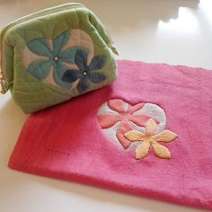 Patchwork Bags, Quilted Bag, Sewing Art, Sewing Crafts, Reverse Applique, Hawaiian Quilts, Cute Bags, Mini Purse, Hand Quilting