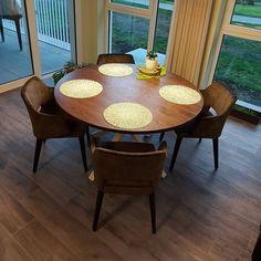 """Henry's House op Instagram: """"Deze tafel hadden we een tijdje geleden al gepost, maar nu hebben we betere foto's! Afgeschuind blad in massieve Franse eik, afgewerkt met…"""" Outdoor Furniture, Outdoor Decor, Table, House, Instagram, Home Decor, Decoration Home, Home, Room Decor"""