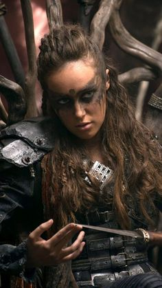 Alycia Jasmin Debnam-Carey as Commander Lexa in The 100 (The CW Lexa The 100, The 100 Clexa, Commander Lexa, Die 100, Alycia Jasmin Debnam Carey, Clarke And Lexa, Viking Hair, Maquillage Halloween, Hippie Man