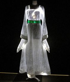 Luminous fiber optic dress by Jacqueline Lumi , via Behance. I want to learn more about this fabric. Neon Outfits, White Outfits, Fiber Optic Dress, Light Up Clothes, Science Fiction, Sophia Dress, Apocalyptic Fashion, Smart Outfit, Light Dress