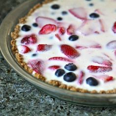 Skinny Cheerio Crust Yogurt Parfait Pie - So clever and so yummy #Sweets #Treats #Recipes