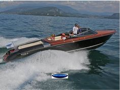 RIVA AQUARIVA SUPER Purchase this dream boat at BEST-Boats24! Professional yacht trading on our platform- high quality service and expertise from Germany since 1999.