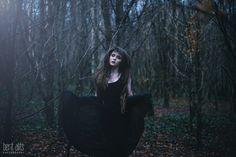gothic winter forest photoshoot - Google zoeken