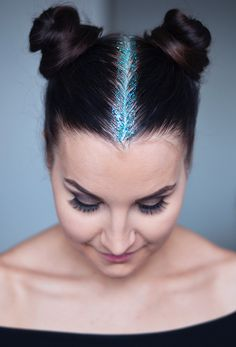 Summer Hairstyles : Just the Part Step Up Your Sparkle Game With Glitter Roots Photos Glitter Roots, Glitter Make Up, Glitter Glue, Glitter Top, Glitter Fabric, Summer Hairstyles, Braided Hairstyles, Updo, Hot Hair Colors