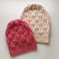#knit #knitting #knitwear #knittingaddict #knittedhat #вязание #вязаниеспицами #вязаниедетям #шапкаспицами #dropsyarn шапочки