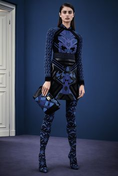 Versace Pre-Fall 2015 Fashion Show - Taylor Hill