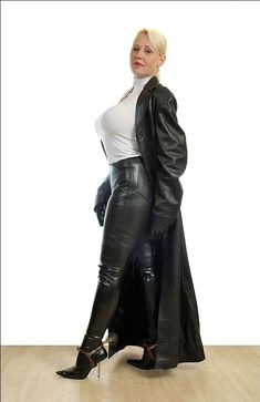 Sexy Older Women, High Class, Mistress, Diva, Leather Pants, Elegant, Lady, Capes, Fashion
