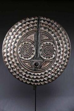 Le masque Bobo - L'ethnie Bobo est un peuple installé majoritairement au Burkina Faso (100 000 environ) ainsi qu'au Mali (50 000 environ)