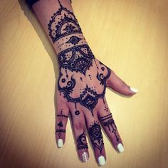 Instagram media by thehennagarden - @veronicalilu @omayma.rez indie style thin point #hand #hena #henna #hennadesign #hennadesigns #hennatattoo #tatoo #tatted #tattoo #tribal #indie #beautiful #mehndi #cute #intricate #art #arabic #unique