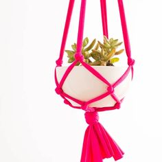 Make These Macrame Hanging Planters in 30 Minutes! - Brit + Co Macrame Hanging Planter, Diy Hanging, Hanging Planters, Decor Crafts, Diy Home Decor, Plant Crafts, Ways To Recycle, Easy Diy, Plant Hangers